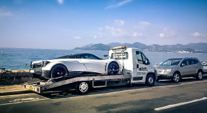 Long distance car transporter
